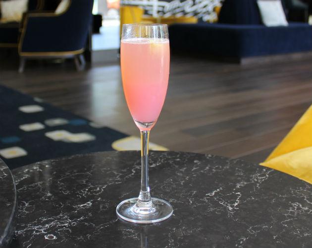 ryan-gosling-wont-drink-his-cocktail