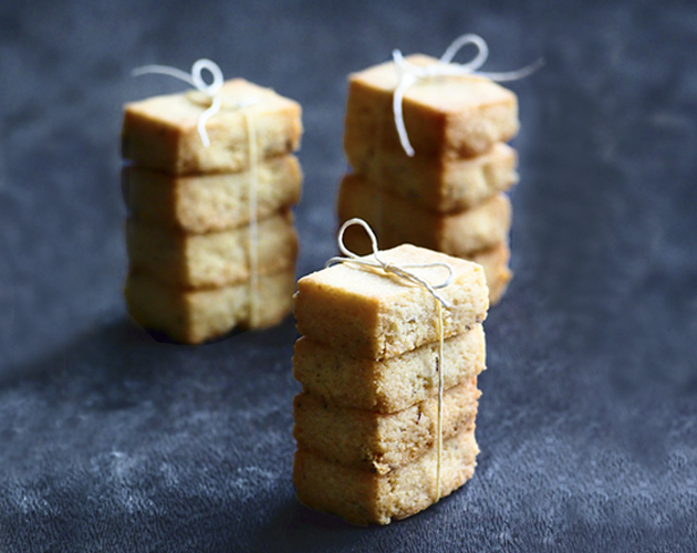 blue-cheese-and-oat-shortbread