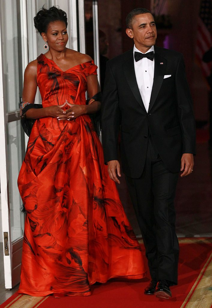 WASHINGTON, DC - JANUARY 19: U.S. President Barack Obama and first lady Michelle Obama arrive to greet Chinese President Hu Jintao prior to a State dinner at the White House January 19, 2011 in Washington, DC. Obama and Hu met in the Oval Office earlier in the day. (Photo by Win McNamee/Pool/Corbis via Getty Images)