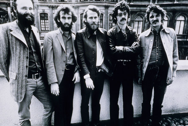 Garth Hudson, Richard Manuel, Levon Helm, Robbie Robertson and Rick Danko of The Band pose for a group portrait in London in June 1971. (Photo by Gijsbert Hanekroot/Redferns)