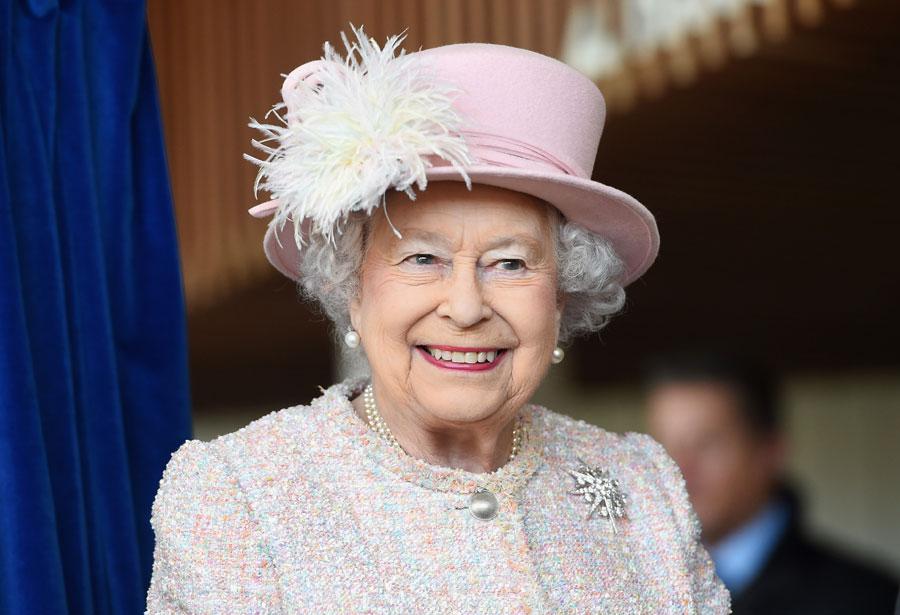 Queen Elizabeth bans plastics