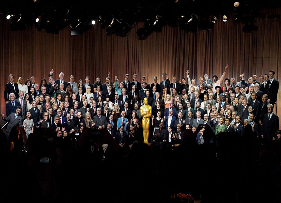 All 2018 nominees at Oscar luncheon pose for group photo in front of Oscar Statue