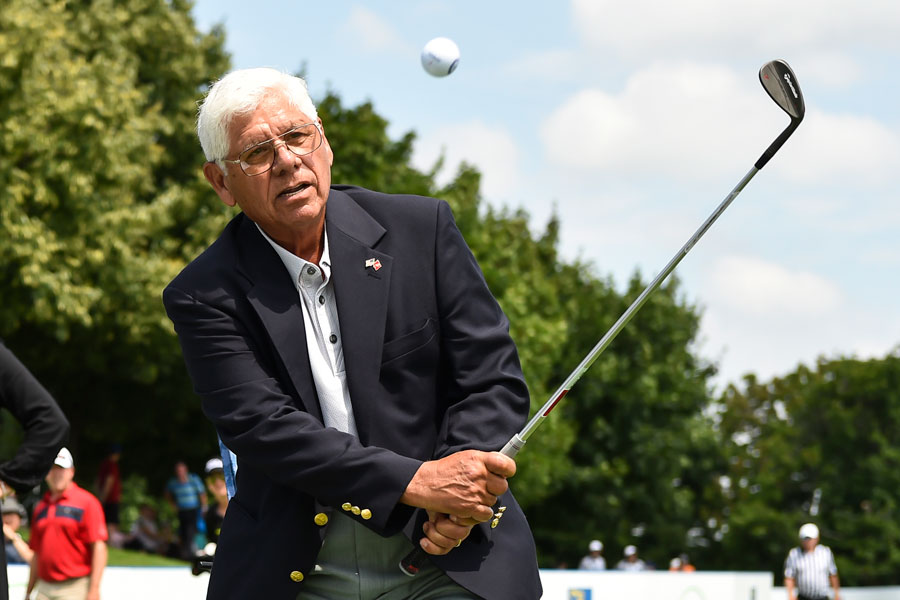 Lee Trevino giving golf lesson at Canadian open event.