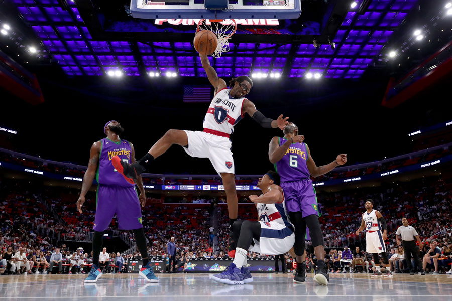Amare Stoudemire throwing down a dunk at a Big3 game.