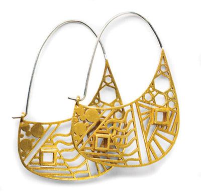 Goold hoop earrings with cut-out design