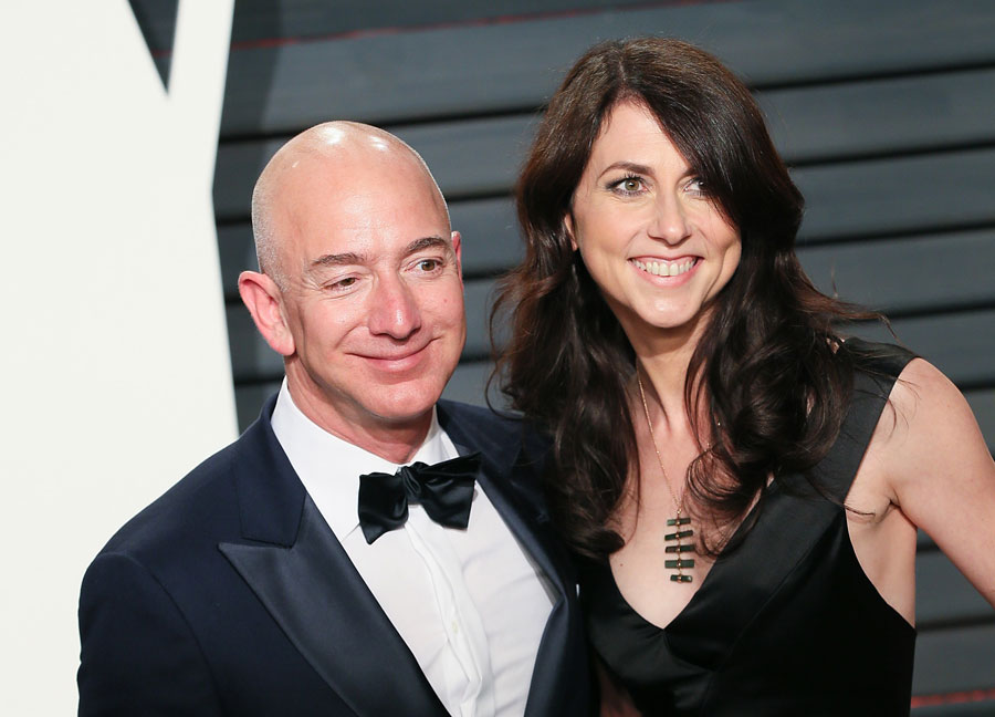 Jeff and Mackenzie Bezos at a black tie affair in 2017.