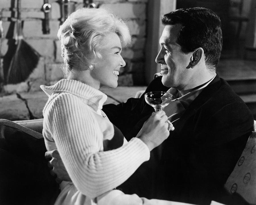 American actors Doris Day and Rock Hudson (1925 - 1985) in a scene from the film 'Pillow Talk' (directed by Michael Gordon), New York, New York, 1959. (Photo by Silver Screen Collection/Getty Images)