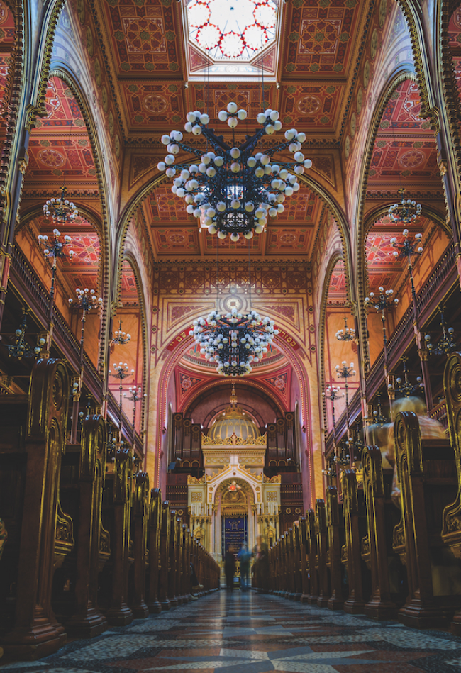 A picture of the inside of The Dohany Street Synagogue.