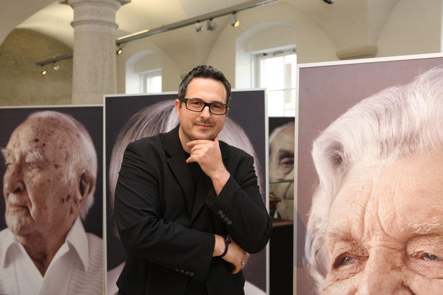 Karsten Thormaehlen at a recent photography exhibit.