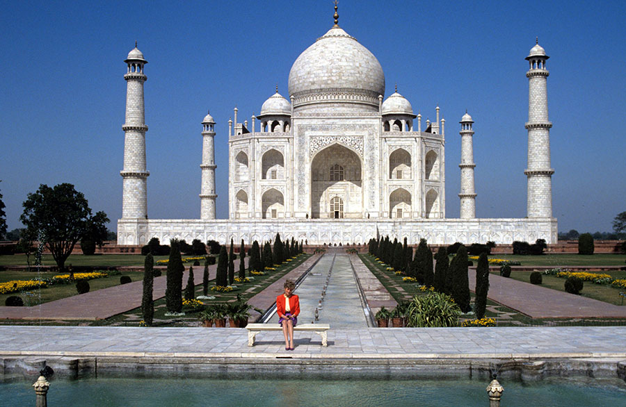 Diana, Princess of Wales in front of the taj mahal