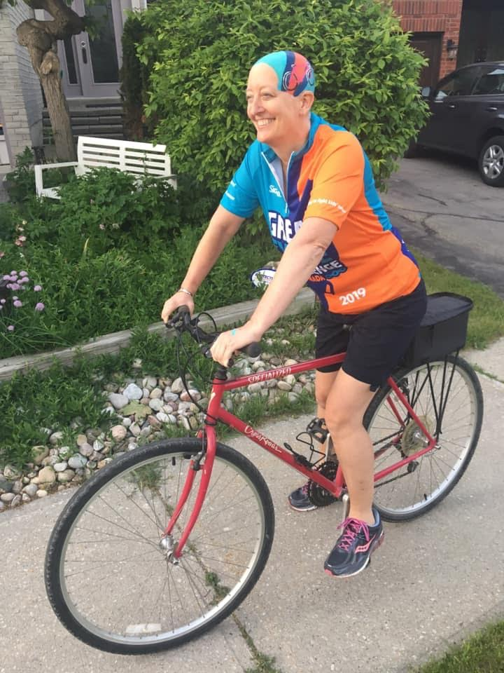 Lezli heads out for a cycling fundraiser after her two children painted her head to match her jersey.
