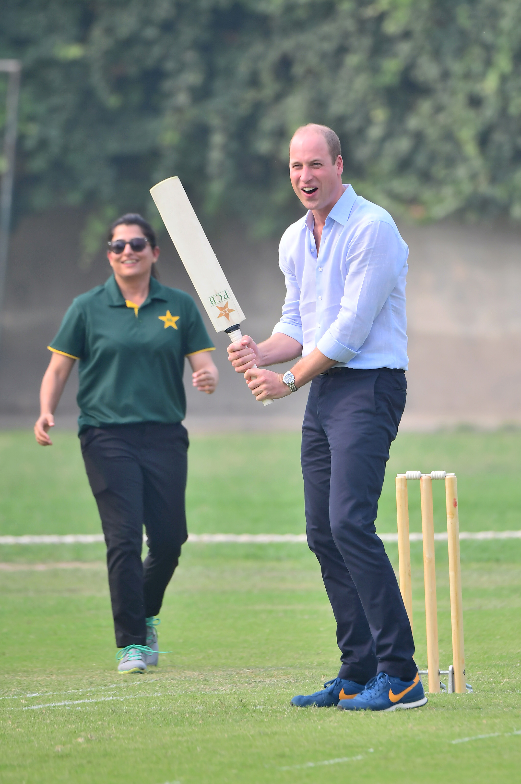 Prince William, Duke of Cambridge plays a round of cricket during a visit of the National Cricket Academy with Catherine, Duchess of Cambridge in Lahore, Pakistan. Photo: Samir Hussein/WireImage/Getty Images