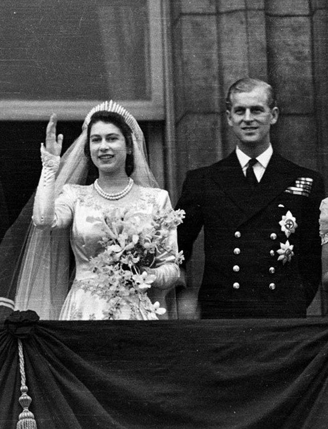 Princess Elizabeth and the Duke of Edinburgh on the balcony of Buckingham Palace, London, waving to the crowd shortly after their wedding at Westminster Abbey. Photo: Central Press/Getty Images