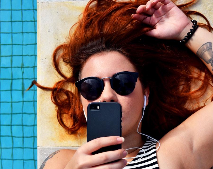 Smartphone Redhead