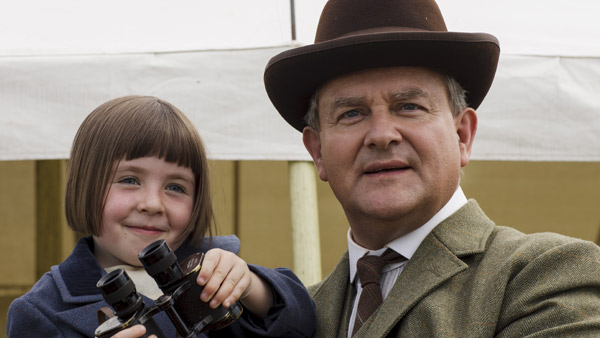 Downton Abbey S5E6: Sybbie Branson (FIFI HART), Lord Grantham, Robert Crawley (HUGH BONNEVILLE)