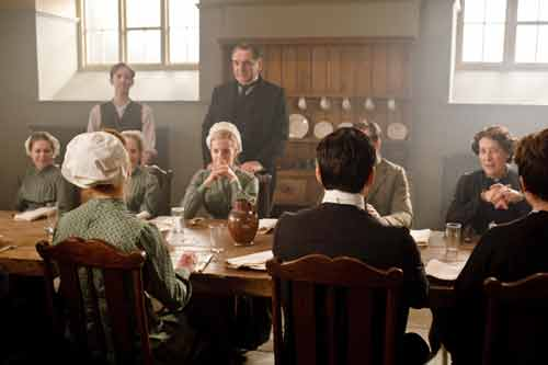 Downton Abbey S1E1: Around the servants' table
