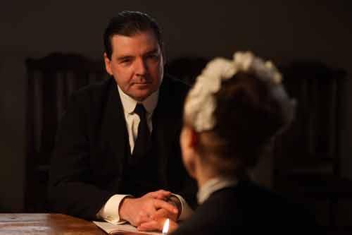 DAS1E6: Bates (Brendan Coyle) talks with Anna