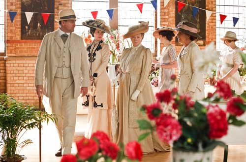 Downton Abbey S1E5: The Crawleys arrive at the Downton Flower Show