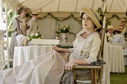 Downton Abbey S1E7: Lady Grantham rests at the garden party after her fall in the bathroom