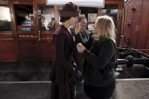DAS2 BTS: Michelle Dockery gets a make up touch up