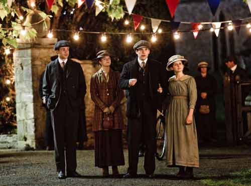 DAS1: William (Thomas Howes), Gwen (Rose Leslie), Thomas and Daisy at the Downton Fair