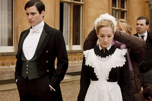 DAS1 BTS: Rob James-Collier and Joanne Froggatt getting set to film