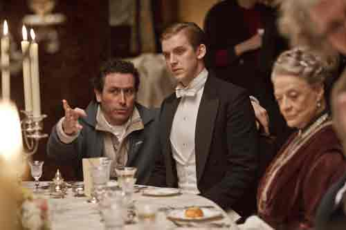 DAS2 BTS: Dan Stevens gets direction while Maggie Smith looks on