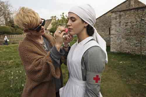 DAS2 BTS: Jessica Brown Findlay gets a make up touch up