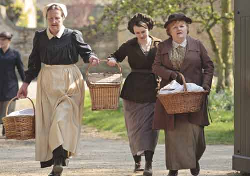 Downton Abbey S2E3: Mrs. Bird, Daisy and Mrs. Patmore rush to set up the soup kitchen