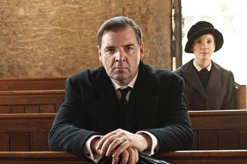 DAS2: Bates and Anna stop in a church to pray