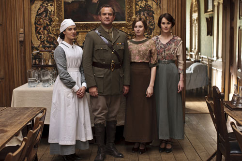 DAS2 BTS: Father and daughters: Jessica Brown Findlay, Hugh Bonneville, Laura Carmichael and Michelle Dockery