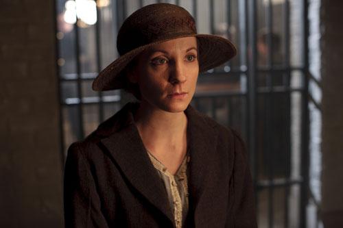 DAS3E1: Anna visits Bates in prison