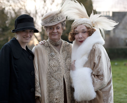 DAS3E1 BTS: LucilleSharp, Maggie Smith and Shirley MacLaine on set for Mary and Matthew's wedding scene