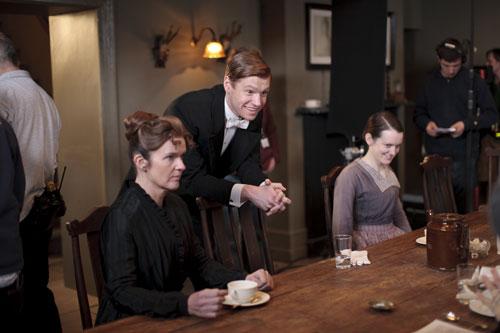 DAS3E1 BTS: Siobann Finneran, Matt Milne (Alfred) and Sophie McShera share a laugh on set
