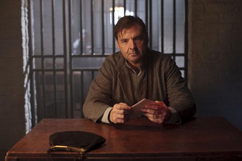 DAS3E1: Bates visits with Anna in prison