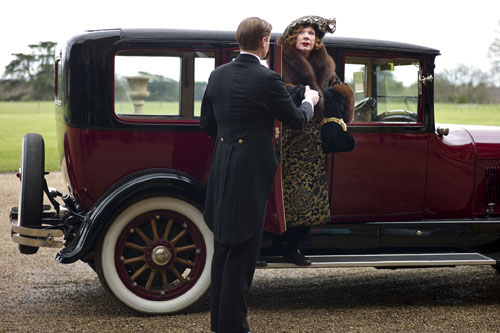 DAS3E1: Martha Levinson (Shirley MacLaine) pays a visit to Downton