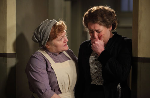 DAS3E1: Mrs. Patmore comforts Mrs. Hughes after she receives some frightening news