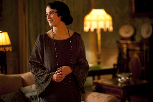 DAS3E1: Lady Sybil returns home from Dublin for Mary and Matthew's wedding