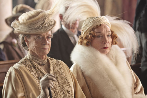 DAS3E1: Lady Violet and Martha Levinson attend Lady Mary and Matthew's wedding