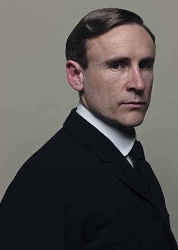 DAS2 CAST: Cal Macaninch as Henry Lang, Valet