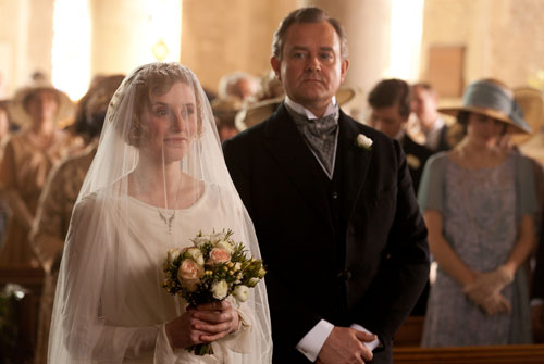 DAS3E2: Lady Edith and Lord Grantham walk down the aisle