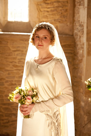 DAS3E2: Lady Edith looking radiant in her wedding gown