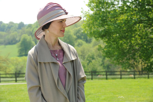 DAS3E2: Lady Grantham admires the grounds at Eryholme
