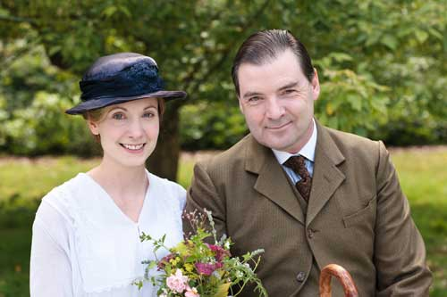 Downton Abbey S2 E6: Anna and John Bates on their hurried wedding day