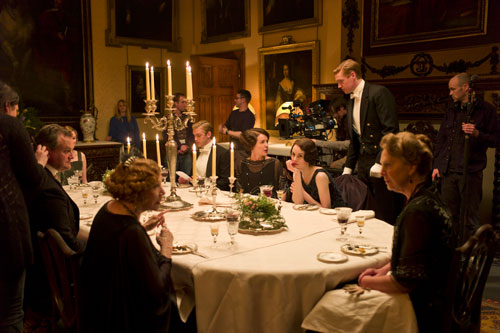 DAS3E1: BTS - Shooting a dinner sequence, Shirley MacLaine and Penelope Wilton chatting