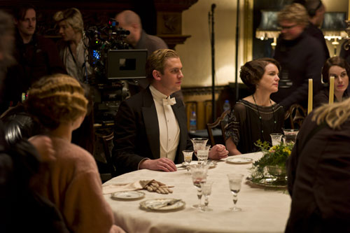 DAS3E1: BTS - Shooting a dinner sequence, Dan Stevens and Elizabeth McGovern