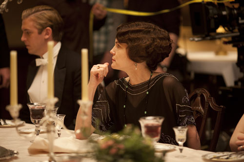 DAS3E: BTS - Elizabeth McGovern at the dinner table
