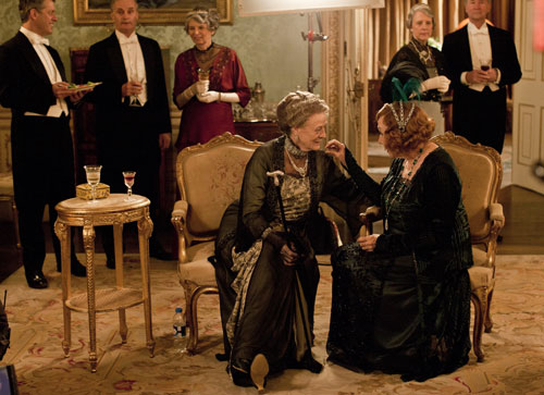 DAS3E1: BTS - Maggie Smith and Shirley MacLaine chat between takes