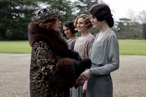 DAS3E1: Grand mama Levinson greets Lady Mary and lets her know she has ideas for her wedding