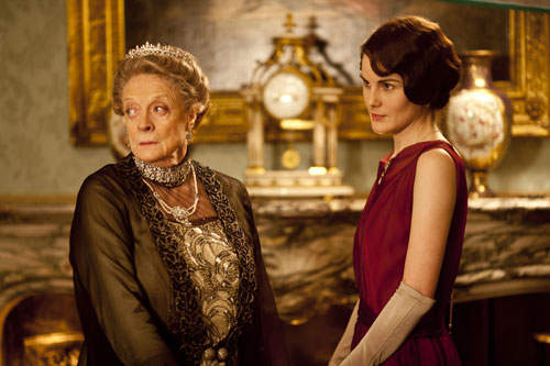 DAS3E1: The Dowager Countess and Lady Mary scheme to get Martha to give them money to save Downton